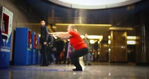 """La metropolitana in Russia ora accetta gli """"squat"""" come pagamento"""