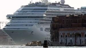 """""""Wenecja wzywa Brukselę"""", kampania społeczna przeciwko wykopaniu nowego, ogromnego kanału dla wielkich statków"""