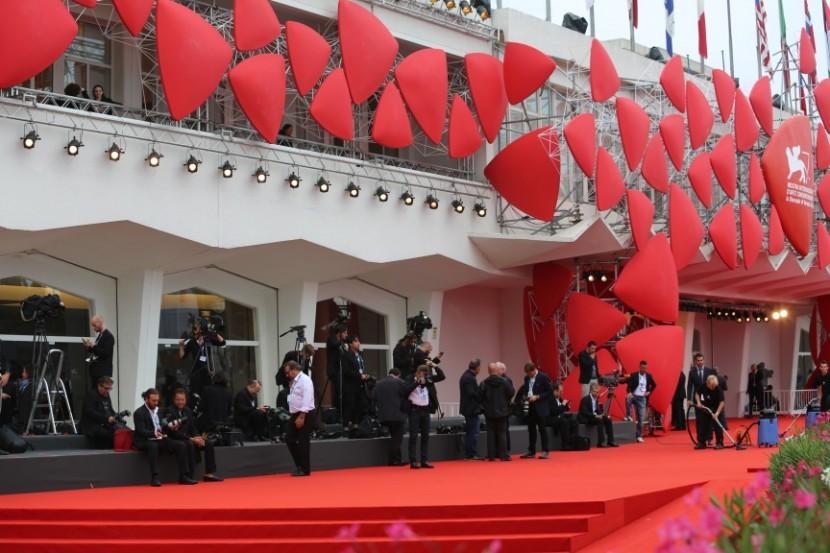 """Martone porta Leopardi sugli schermi, mentre al Lido s'aggira Uma Thurman (qui videoclip del film """"Il giovane favoloso"""")"""