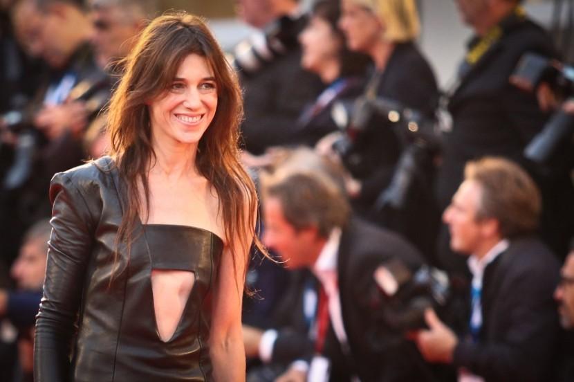 Charlotte Gainsbourg infiamma il red carpet veneziano