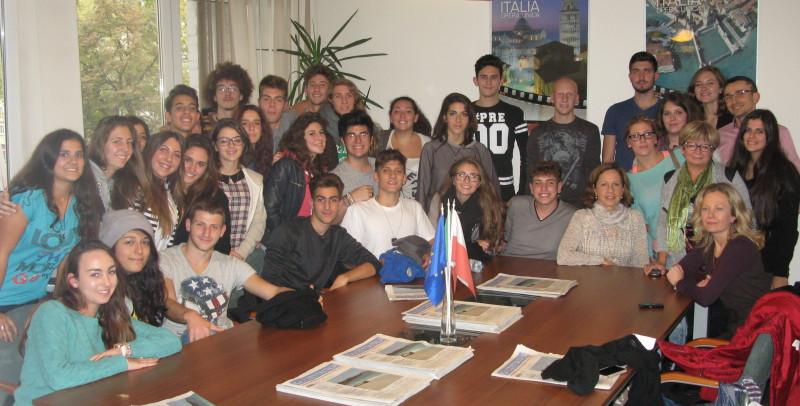Studenti del liceo GB Vico nella sede di Gazzetta Italia