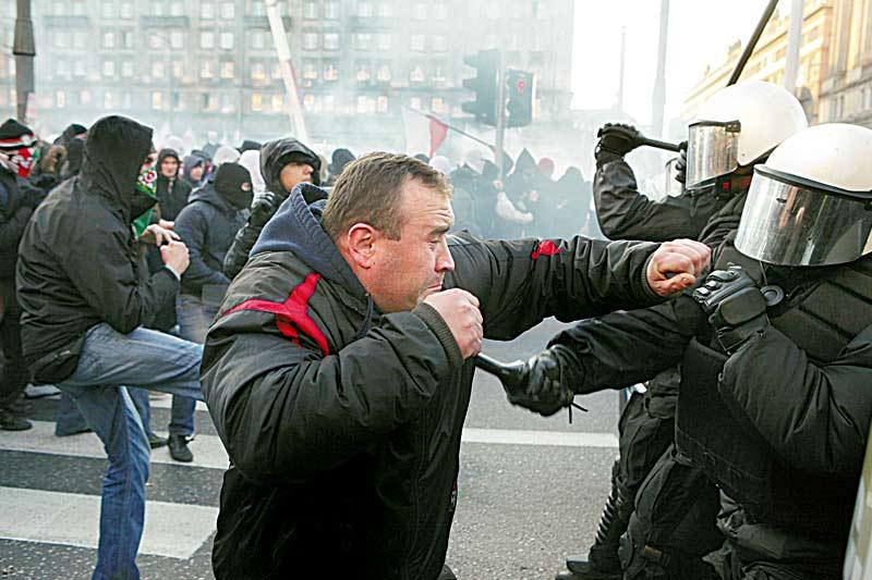 Manifestazioni per l'indipendenza, bilancio scontri migliore dell'anno scorso