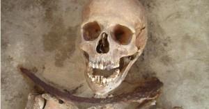 """Le misteriose Sepolture del Cimitero """"dei Vampiri"""" in Polonia"""