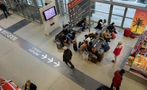 POLONIA OGGI: Allarme bomba all'aeroporto di Modlin, maggiori costi e perdite per tutti
