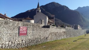 Venzone tra mura medievali, mummie e zucche