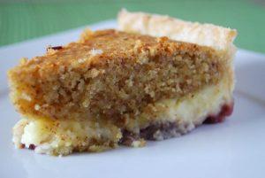 """Tarta z kremem migdałowym, ciasteczkami """"amaretti"""" i orzechami pekan"""
