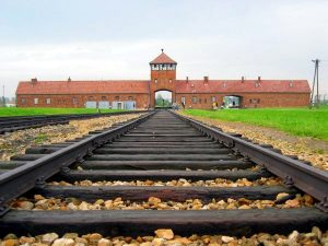Polonia Oggi: Il Ministro Valeria Fedeli a Cracovia ed Auschwitz per la Giornata della Memoria