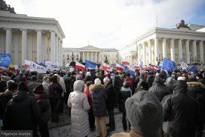 Polonia Oggi: Manifestazione KOD contro la trasformazione di Varsavia in città metropolitana