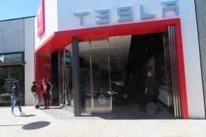 Lo stabilimento Tesla a Berlino cerca dipendenti di lingua polacca